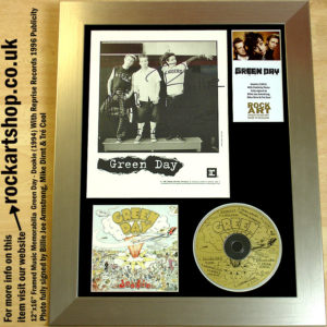 GREEN DAY DOOKIE FULLY AUTOGRAPHED BILLIE JOE MIKE TRE DOOKIE